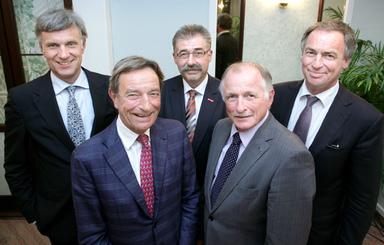 Der neu gewählte Vorstand des Bundesinnungsverbands des Gebäudereiniger-Handwerks (v.l.n.r.: Stephan Schwarz, Dieter Kuhnert, Roland Böhm, Hans Ziegle, Thomas Dietrich).