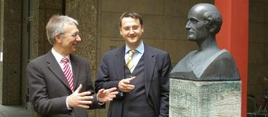 Prof. Dr.-Ing. Josef Zimmermann und Dr. Lars B. Schöne.