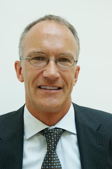 Dr. Jörg Autschbach.