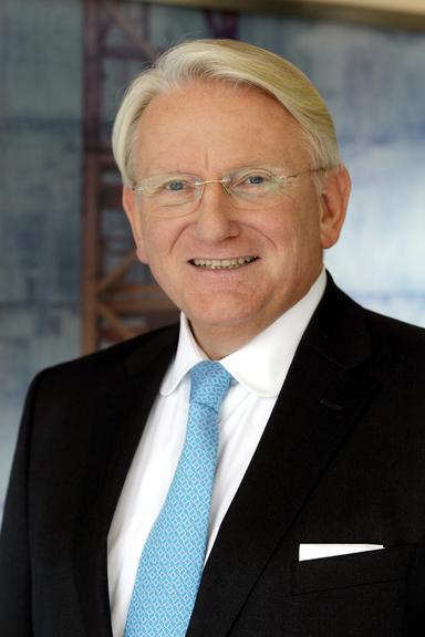 Dr. Eugen von Lackum.