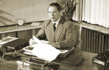 Anfang der 1950er Jahre: Werner Otto an seinem Schreibtisch.