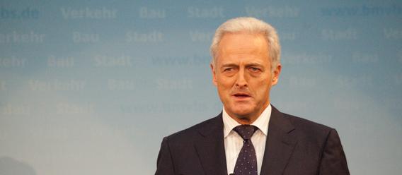Stets betont Ramsauer die Wichtigkeit der deutschen Immobilienwirtschaft. Bild: BMVBS