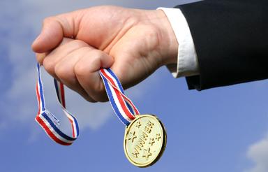 Die Sieger in den drei Kategorien erhalten jeweils 1.000 Euro Preisgeld. Ein Abo der Immobilien Zeitung gibt es zudem für alle Wettbewerbsteilnehmer.