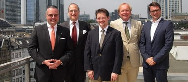 Das iddiw-Präsidium (v.l.n.r.): Paul Jörg Feldhoff, Alexander Goepfert, Prof. Dr. Nico B. Rottke, Prof. Dr. Andreas Pfnür und Sascha Kilb.