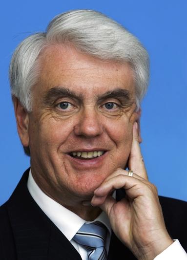 Dr. Rolf Kornemann.