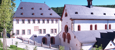 Schulungsgebäude (links) im Kloster Eberbach.