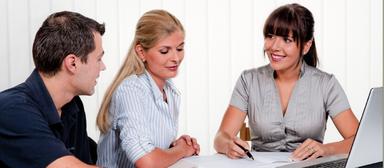 Mein Schreibtisch, mein Laptop, mein Job: Wie ist die Arbeitssituation von Frauen in der Immobilienbranche? Das will eine Untersuchung von IVG Research und dem Verein Frauen in der Immobilienwirtschaft herausfinden.