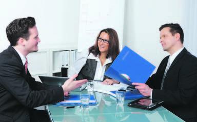 Bewerbungsgespräche werden die Immobilienunternehmen auch künftig viele führen, denn jedes zweite Unternehmen will sich bis zum Frühjahr 2013 personell vergrößern.