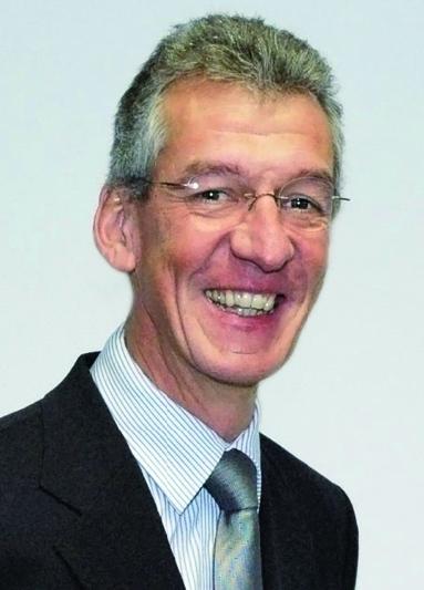 Prof. Dr. Manfred Helmus.