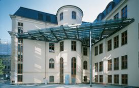 Das Opernpalais ist zwischen 1903 und 1905 entstanden und 2004 saniert worden. Bild: argoneo