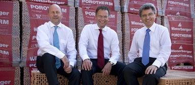 Der Wienerberger-Vorstand (v.l.n.r.): Willy Van Riet, Heimo Scheuch und Johann Windisch, der aus dem Vorstand ausscheidet.