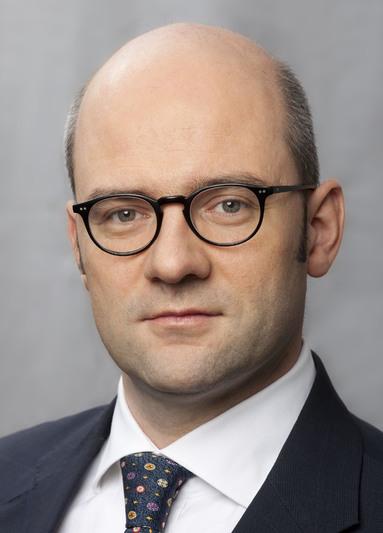 Dr. Peter Mayer.