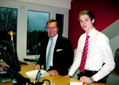 Geschäftsführer Oliver Munzel mit Gymnasiast Sven Sturm, der ihn einen Tag lang begleiten durfte.