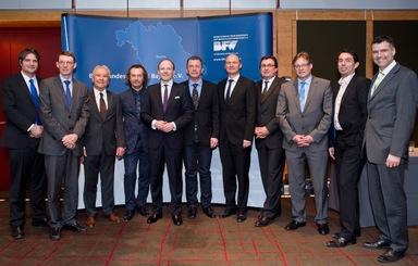 Das neue Führungsteam des BFW-Landesvorstands Bayern (v.l.n.r.): Geschäftsführer T. Geppert, C. Bretthauer, H. Schiedermair, M. Ottmann, A. Eisele, A. Hofmann, J. Büllesbach, A. Summa, R. Possinger, C. Winkler und M. Wallner.