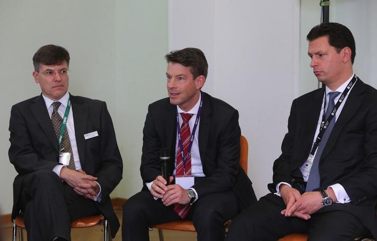 Bruno Bittis (mfi), Andreas Muschter (Commerz Real) und Timo Tschammler (Jones Lang LaSalle; v.l.n.r.) haben kein Problem mit Facebook während der Arbeitszeit.