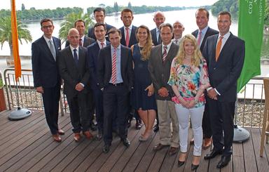 Einige Teilnehmer der neuen E&V-Weiterbildung zusammen mit ihrem Ausbilder Markus Tami (fünfter von rechts) und weiteren E&V-Mitarbeitern.