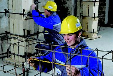 Die mehr als 73.000 Unternehmen im Bauhauptgewerbe beschäftigen im Jahresdurchschnitt etwa 750.000 Menschen. Nachwuchskräfte gibt es nicht genug. Deswegen sollen jetzt junge Menschen in Qualifizierungsmaßnahmen für die Branche geworben werden.