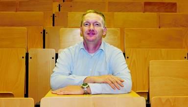 Zu ihm wollen die Erstsemester: Prof. Dr. Bernhard Griebel ist Leiter des Studiengangs Immobilienmanagement.