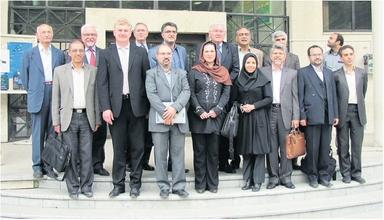 Frau Dr. Mandana Banedj-Schafii (Mitte links) und Prof. Dr. Kunibert Lennerts (4. von links besuchten mehrfach die Teheraner Universität.