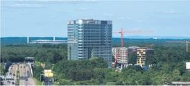 Die 68 m hohe DB-Schenker-Zentrale ist auf einem knapp 8.000 m2 großen Grundstück entstanden. Die aktuell zu vermarktenden Baufelder sind deutlich kleiner. Bild: Grundstücksgesellschaft Gateway Gardens
