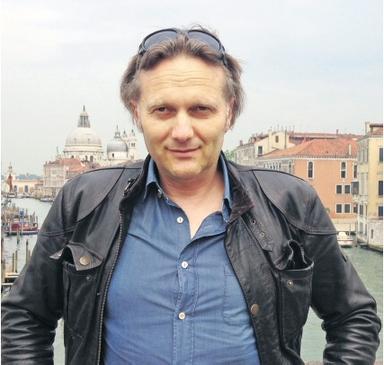 Frank Vierkötter auf der Accademia-Brücke in Venedig.