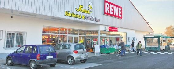 Dieser Rewe-Markt in Hiddenhausen gehörte zum Ur-Portfolio der Boetzelen, das als Deikon-Paket bei den Banken und danach bei Patrizia landete. Bild: Boetzelen