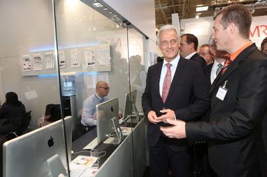 Peter Ramsauer kam auch zum IZ-Stand, als er 2012 der Expo Real einen Besuch abstattete.