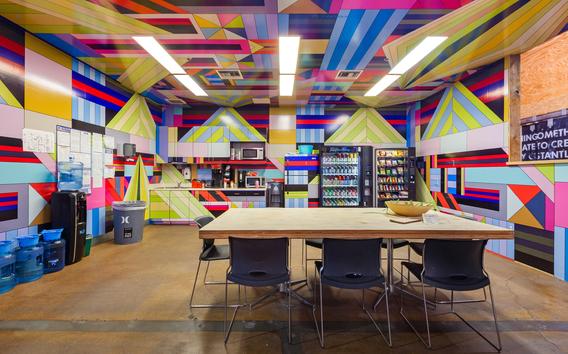 Bild: Hurley Headquarters, Fotografie von Brandon Shigeta, aus