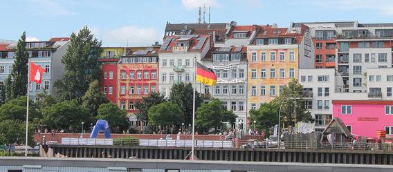 In Hamburg wird der Ankauf von Bestandswohnungen mit lediglich 11% Eigenkapital finanziert.   Bild: Pixelio.de/Marlies Schwarzin