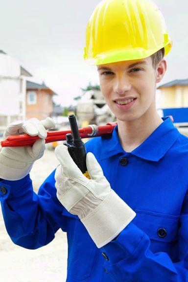 Um die Ausbildungsqualität im Baugewerbe und -handwerk zu verbessern, soll ein Geselle als Azubi-Mentor benannt werden.