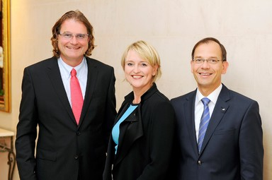 Der neu gewählte GCSC-Vorstand (v.l.n.r.): Markus Trojansky (dm), Christine Hager (JLL) und Klaus Striebich (ECE).