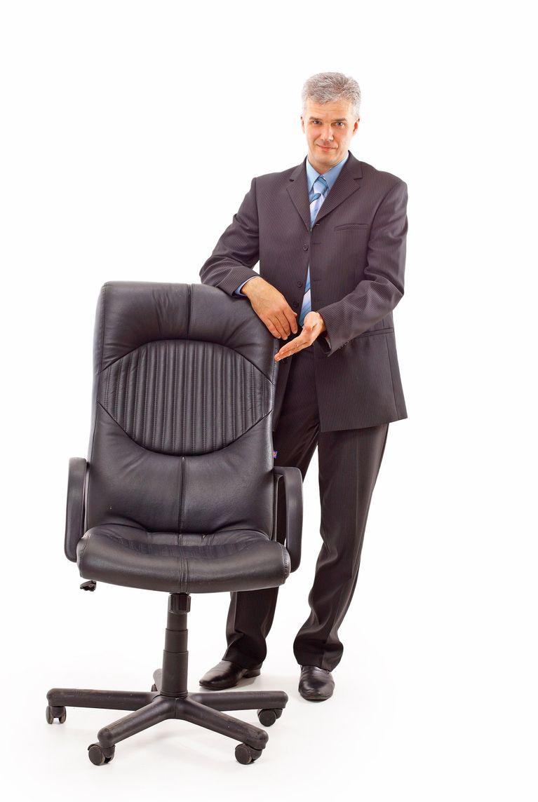 """""""Das könnte Ihr Stuhl in fünf Jahren sein!"""" Arbeitgeber punkten vor allem mit dem Aufzeigen von Karriereperspektiven bei Studenten."""