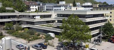 An der DHBW Dualen Hochschule Baden-Württemberg wird mit dem Projekt InnoProDual ein Modell für die Hochschule im Jahr 2020 entwickelt. Die Hochschule will u.a. Studienzentren einführen und einen akademischen Mittelbau etablieren.