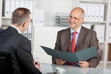 Auch das Alter des Kandidaten spielt bei der Bewertung der Job- und Unternehmenswechsel eine Rolle.