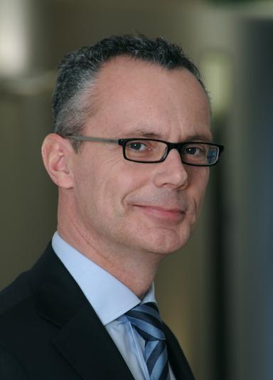Dr. Bernd Schade.