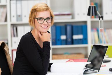 Wie ist es eigentlich, bei XY zu arbeiten? Deskaround hilft Studierenden und Unternehmen einander ohne bürokratischen Aufwand kennenzulernen und den Arbeitsalltag zu erleben.