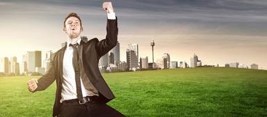Junge Berufseinsteiger können sich freuen: Für sie rufen die Immobilienunternehmen in diesem Jahr wieder höhere Jahresbruttogehälter auf.