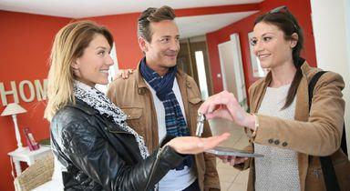 Auch für Mietverwalter sollte die neue Berufszulassungsregelung für Immobilienmakler und Verwalter von Wohneigentum nach Meinung von vielen Verbänden gelten.