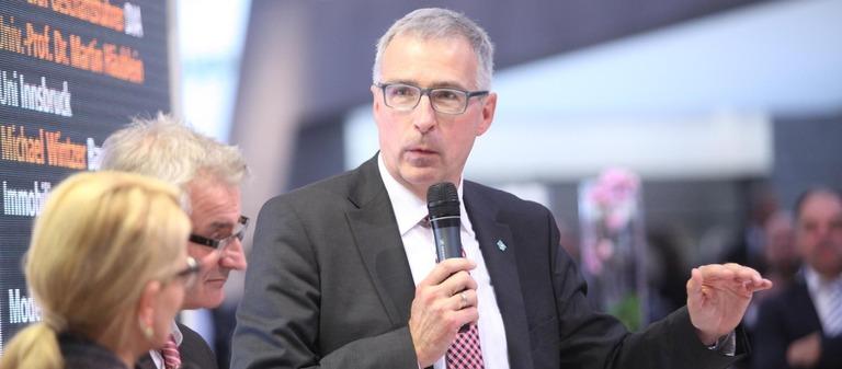 EBZ-Chef Klaus Leuchtmann fordert eine längere Qualifizierung.