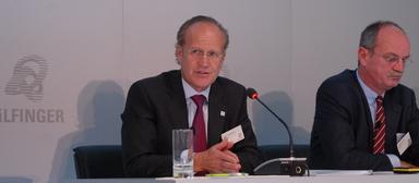 Der scheidende Bilfinger-Vorstandsvorsitzende Per H. Utnegaard bei der Vorstellung seiner Strategie im Oktober 2015. An seiner Seite: Der künfige Bilfinger-Interimschef Axel Salzmann.
