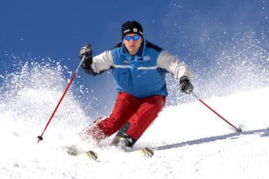 Caverion sucht Teilnehmer für sein zweites Freeride Camp. An einem Wochenende lernen sich potenzielle Bewerber sowie Fach- und Führungskräfte des Gebäudetechnikunternehmens beim Skifahren kennen.
