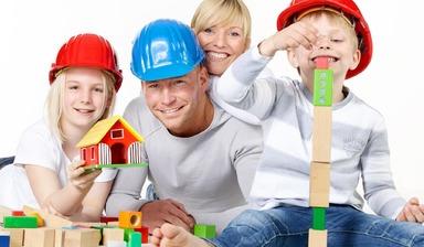 """Jeder zweite angestellte Architekt bezeichnet die Möglichkeiten zur Vereinbarkeit von Beruf und Familie in seinem Unternehmen als """"sehr gut oder gut"""". Im öffentlichen Dienst sind es sogar fast drei Viertel."""
