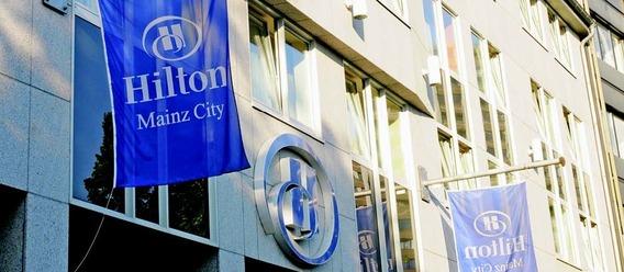 Hilton will seine Immobilien in einen Reit auslagern. Aber auch gepachtete Hotels wie das Hilton Mainz City könnten bald Teil des Reits sein. Bild: Hilton Hotels