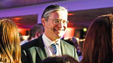 """Auf der ECE-Jubiläumsfeier bietet Alexander Otto allen das """"Du"""" an."""