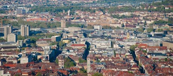 Für Stuttgart erwartet der Rat der Immobilienweisen das stärkste Plus bei den Wohnungspreisen: Um 15% könnten sich die Angebotspreise 2016 verteuern. 2015 schossen sie bereits um fast 19% nach oben. Bild: Pixabay