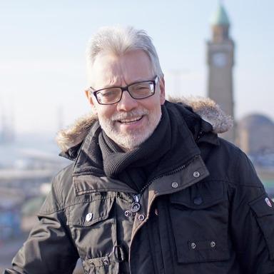 Diese private Aufnahme zeigt Michael Vogt an den Hamburger Landungsbrücken.