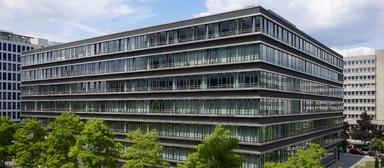 Dieses Bürogebäude in Frankfurt-Niederrad (Hahnstraße 49) gehört dem SEB Immoinvest. Die Deutsche Bahn belegt dort 13.000 qm, rund 80% der Mietfläche.