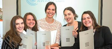 """Best Startup Next"" (v.l.n.r.): Georgina Miles, Margaret Stivers, Clara Álvarez-Cascos, Sarah Cobbe und Noemie Jeannin."