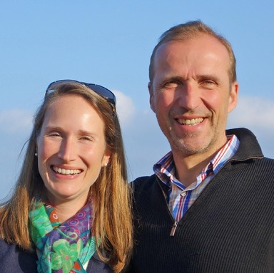 Gernot Archner mit seiner Frau Claudia Aumann-Archner am Gardasee.