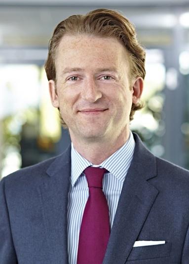 Dr. Henrik Medla.